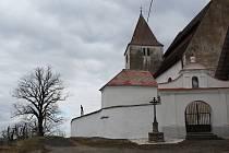 Šest kilometrů jihovýchodně od Sušice leží malá vesnička Albrechtice. Zde najdete kostelík s románskou věží  Panny Marie a sv. Petra a Pavla, který byl vysvěcen již ve 12. století salcburským arcibiskupem a byl tak jednou z nejstarších svatyní.