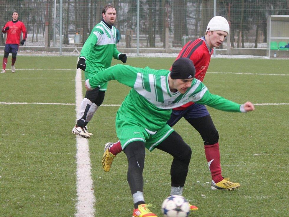 Zimní turnaj v Sušici: Mochtín (v červeném) - Strážov 3:0.