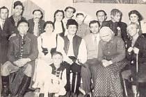 Ochotníci z Hrádku někdy v roce 1940.