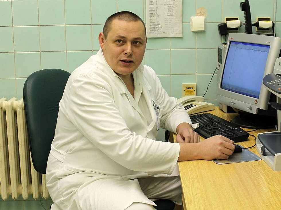 Primář chirurgického oddělení Klatovské nemocnice Zdeněk Bytel se bude s televizí soudit.