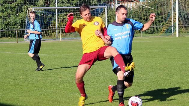 FOTBALISTÉ JANOVIC (na archivním snímku ve žlutém dresu kapitán Matěj Hájek) neměli ideální start do soutěže, ale nakonec se zvedli a po podzimu jsou třetí.