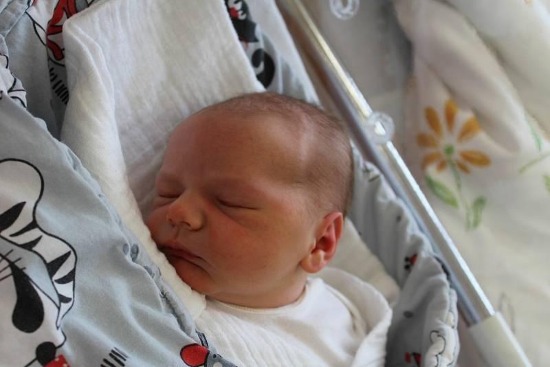 Nicolas Poles ze Sušice (4010 g, 52 cm) se narodil vklatovské porodnici 20. září ve 3:42 hodin. Rodiče Sabina a Jaroslav dopředu věděli, že dvouletému Andreasovi přivezou domů malého brášku.