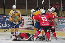3. zápas čtvrtfinále II. ligy SHC Klatovy - HC Klášterec 4:2.