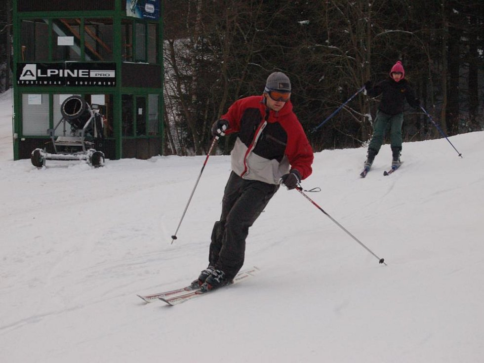 Jen za pátek a sobotu přijelo na Špičák tisíc nedočkavých lyžařů a snowboardistů