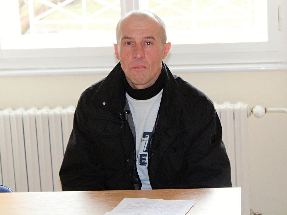 Petr Koscelník u klatovského soudu.