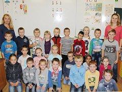 Žáci první třídy ZŠ Nýrsko, Komenského ulice.