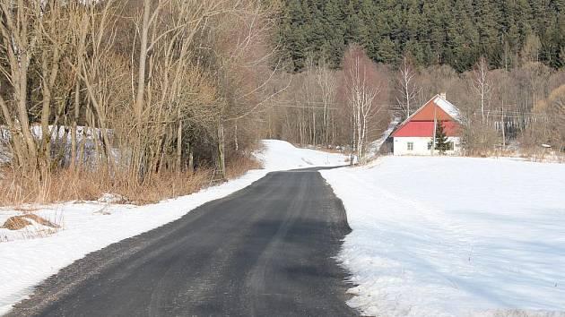 Nově opravená silnice z Bohdašic na Tuškov.