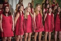 Ve Smetanově sále sušického gymnázia se v sobotu představil Sušický dětský sbor, který tam odehrál své jarní koncerty. Během prvního koncertu se představili Broučci, Sluníčka a jejich host Jiřičky z Plzně. Druhý koncert patřil Včelkám, Hlavnímu sboru a vy