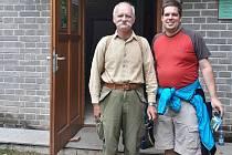 Návštěvníci. 40 000. Jan Řezníček (vpravo) a 40 001. Josef Ouřada.