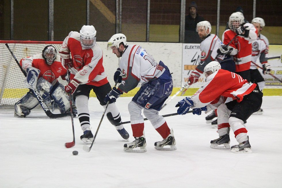 Zápas hokejové krajské soutěže mužů Malá Víska (bílí) - Radobyčice.