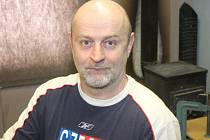 Designér hokejových masek Bohumil Korál z Dlouhé Vsi.