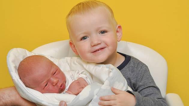 Jakub Silovský z Velkého Boru se narodil 26. listopadu v 11.34 hodin (4090 g). Na chlapečka se těšili rodiče Erika a Martin a bráška Martin (2). Foto: Ivana Řandová