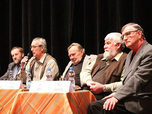 Prvních pět ředitelů NP Šumava. Zprava Milan Skolek (1991), Jiří Kec (1991 - 1993), Miroslav Filip (1993 - 1994), Ivan Žlábek (1994 - 2003) a Alois Pavličko (2004 - 2007)