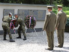 Uctění památky popravených ve Spáleném lese.