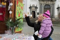 I o třetí adventní neděli se na klatovském náměstí konaly předvánoční trhy.