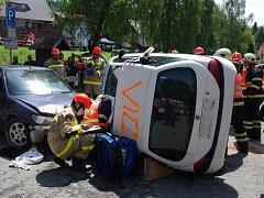 Krajská soutěž dobrovolných hasičů ve vyprošťování osob z havarovaných vozidel v Železné Rudě