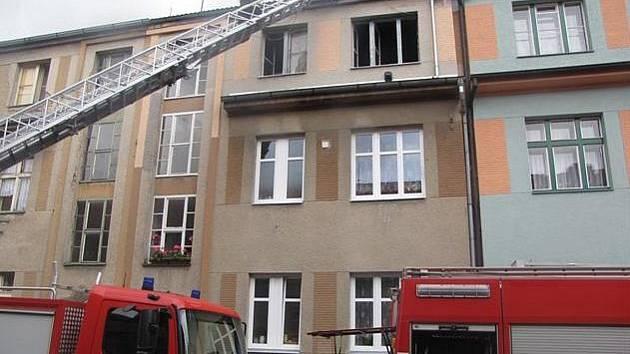 Při požáru v Klatovech zahynula devadesátiletá žena