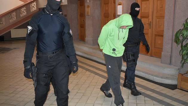 Jiřího P., obviněného z pokusu vraždy  v Nýrsku, vzal klatovský soud do vazby.