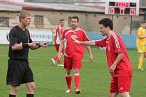 Krajský přebor mužů: Klatovy (v červeném) - Chotíkov 0:0.