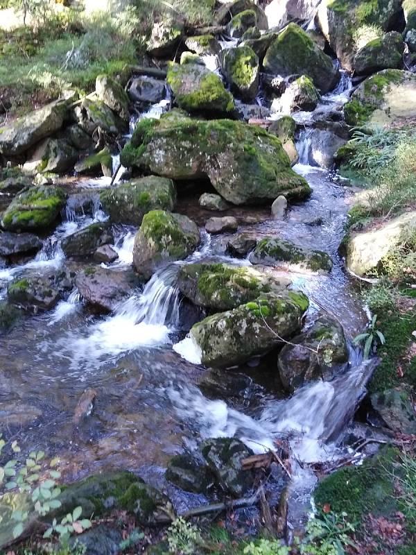 Potok u Čertova jezera.