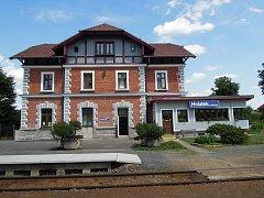 Nově opravené nádraží v Hrádku.