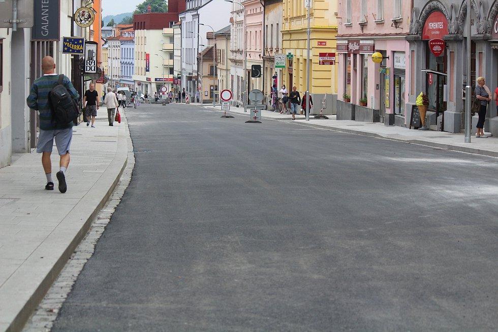 Rybníčky a Pražská ulice v Klatovech, která je již před dokončením.