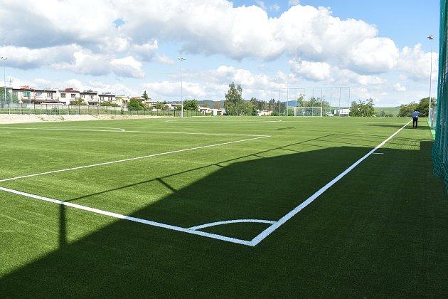 Nové fotbalové hřiště sumělou trávou vKlatovech. Zasloužil se ooněj zejména předseda SK Klatovy 1898Jindřich Sojka.
