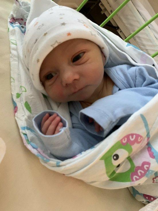 Maxmilián Kropík (3210 g, 50 cm) se narodil 29. června 2021 ve 21:16 hodin v plzeňské Mulačově nemocnici. Maminka Kristýna a tatínek Ondřej z Přeštic se na své prvorozené miminko moc těšili.