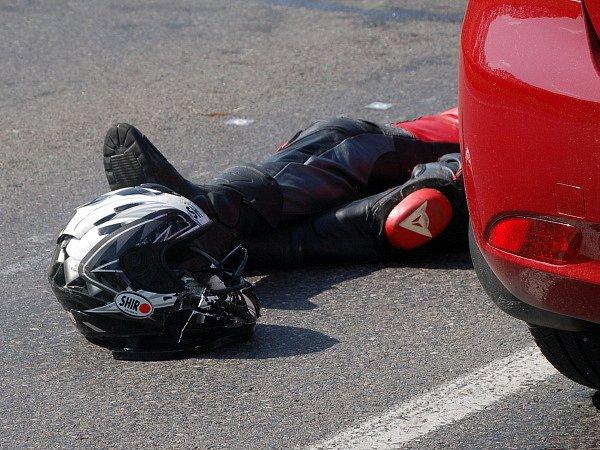 Motorkář zahynul při čelní srážce motocyklů