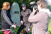 S filmaři a Michalem Jančaříkem vyrazila na kole i starostka Horažďovic Jindřiška Antropiusová.