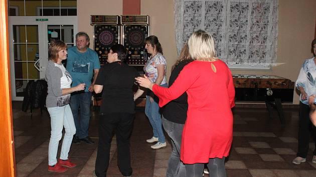 Taneční zábava pro čtyřnohé kamarády v Klatovech.