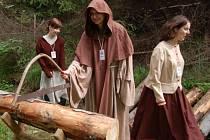 Na soutěžící skauty čekali rozhodčí v dobových kostýmech.