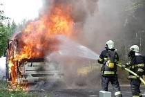 Požár autobusu u Hojsovy Stráže