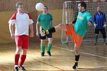 Zimní amatérská liga v sálové kopané 2016/2017: Draci Klatovy (bílé dresy) - Real Hybrid