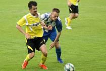 FK Okula Nýrsko (modří) vs. TJ Jiskra Domažlice B (žlutí) 2:3.