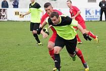 Fotbal, divize A: Klatovy (červené dresy) - Sedlčany