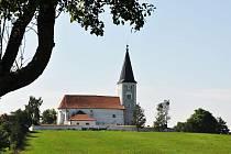 Svými fotografiemi pověsti doprovodí Ivana Řandová, na snímku je kostel Proměnění Páně v Hradešicích.