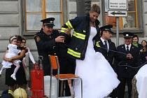 Hasičská a motorkářská svatba v Klatovech