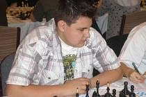 Reprezentant  Šachklubu Sokol Klatovy Lukáš Vlasák (na snímku) překvapivě vyhrál v Praze juniorské mistrovství České republiky v bleskovém šachu.