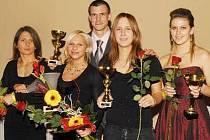 Na snímku jsou zleva Eva Lišková, Alena Holá, Pavel Henrich, Martina Jindrová a Tereza Martínková.