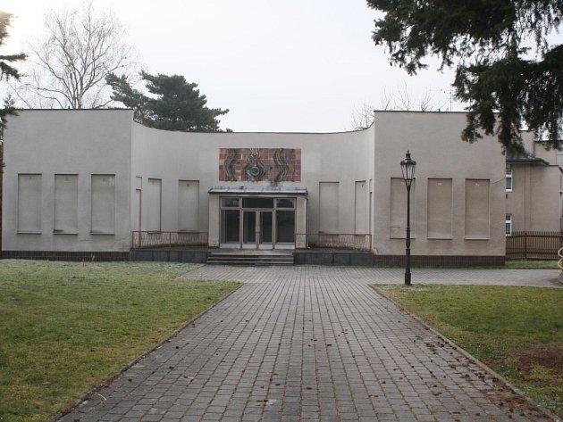 V tomto objektu u muzea vznikne pavilon skla Lötz