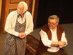 Divadlo J. Cimrmana uvedlo v Klatovech 24. 1. 2014 hru Posel z Liptákova