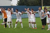 Fotbalisté SK Klatovy měli po postupu přes Most obrovskou radost.
