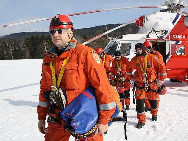 Cvičení leteckých záchranářů na Špičáku