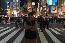 Václav Kosnar se zúčastnil prvního závodu v Ice Cross Downhillu v sezoně. K závodu Red Bull Crashed Ice cestoval až do Japonska. Na fotografii pózuje na nejrušnější křižovatce Shibuya crossing.