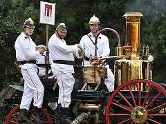 S nejstarší parní stříkačkou v republice se klatovští hasiči zúčastnili letos i soutěže Parou proti ohni v Praze, kterou vyhráli.