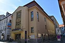 Současná a budoucí podoba klatovského divadla. Foto: Deník a archiv SDS