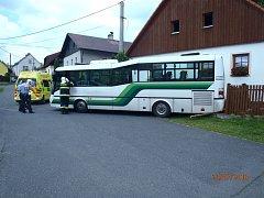 Nehoda autobusu ve Velharticích.