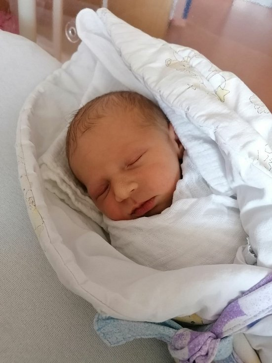 Tomáš Kodýdek z Pačejova Nádraží se narodil v klatovské porodnici 22. července v 8:24 hodin (3560 g, 49 cm). Doma už na něj čekala sestřička Natálka (2,5 roku). Rodiče Kateřina a Jan věděli dopředu, že jejich druhým miminkem bude kluk.