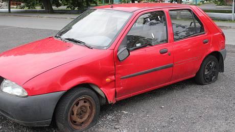 Odstraněná auta v ulici Na Pazderně v Klatovech.